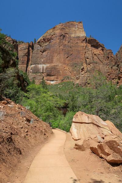 Lower Emerald Pool Trail  -- 4,340'