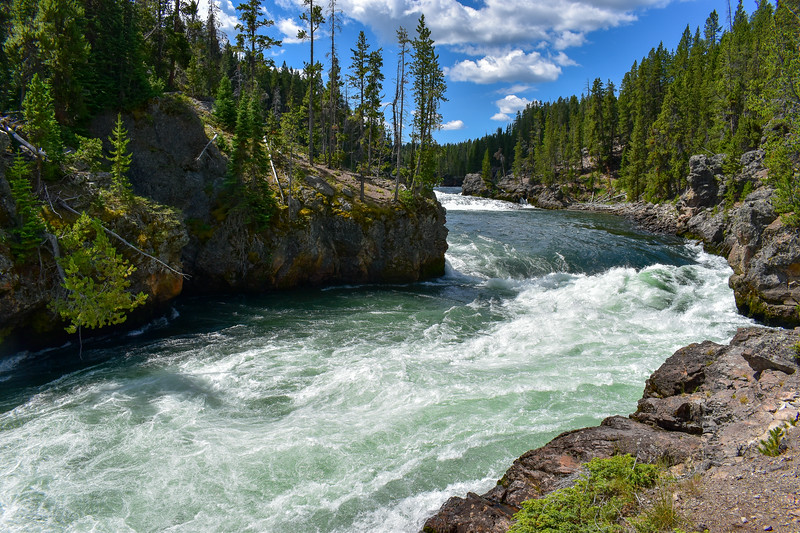 Yellowstone River @ Brink of the Upper Falls -- 7,640'