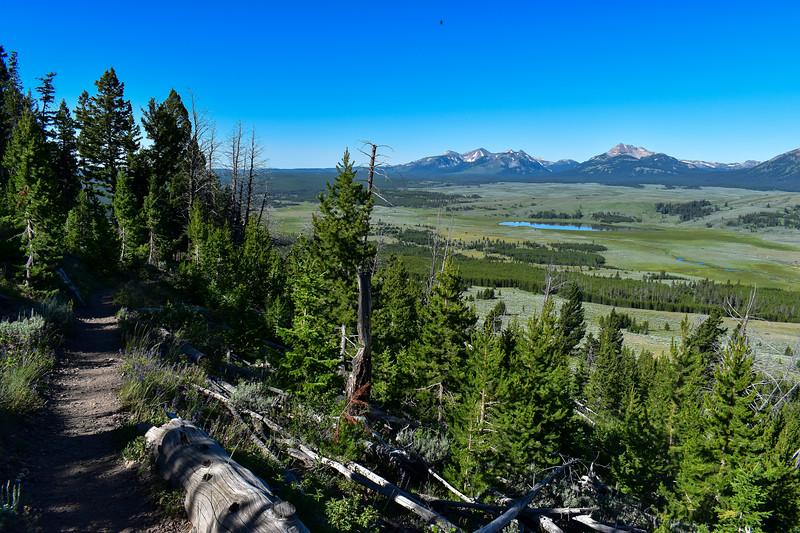Bunsen Peak Trail -- 7,870'