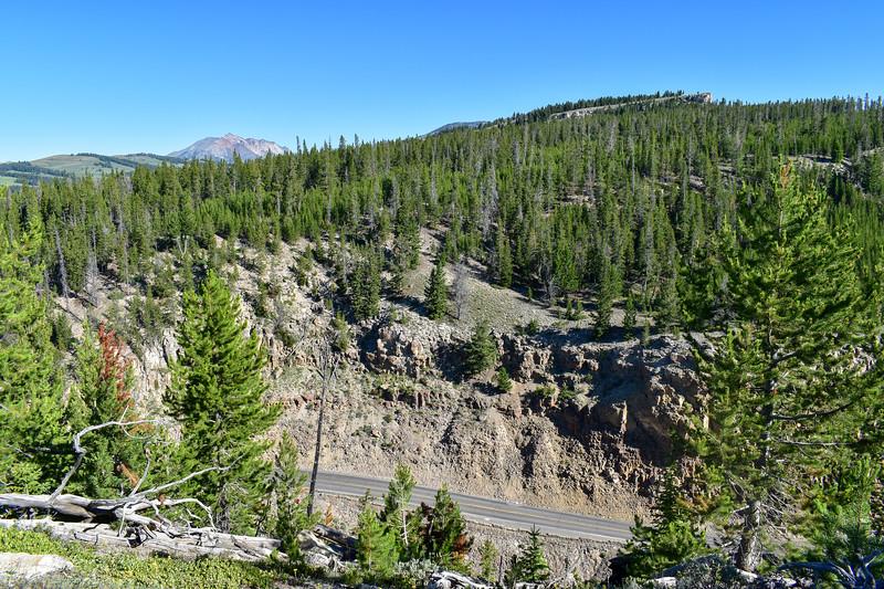 Bunsen Peak Trail -- 7,400'