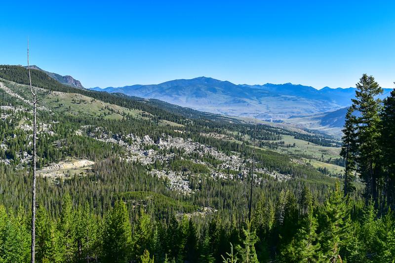 Bunsen Peak Trail -- 7,560'
