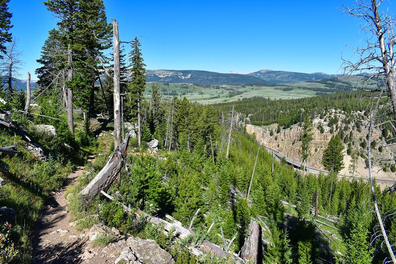 Bunsen Peak Trail -- 7,580'