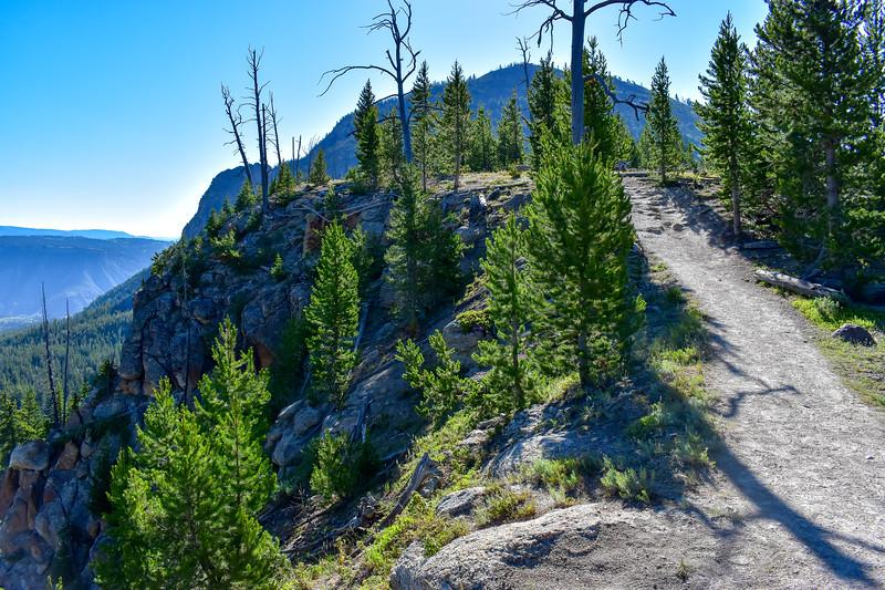 Bunsen Peak Trail -- 7,420'