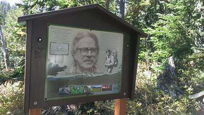Rondy sign on Horseshoe Lake trail