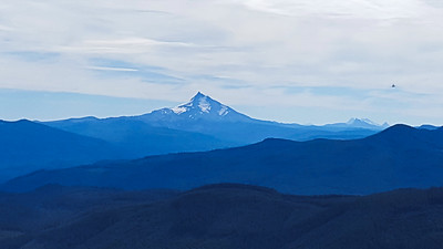 Mt Jefferson from the overlook on Rimrock trail