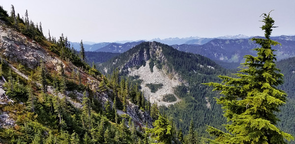 Un-named peak to the west of the ridge above Minotaur Lake