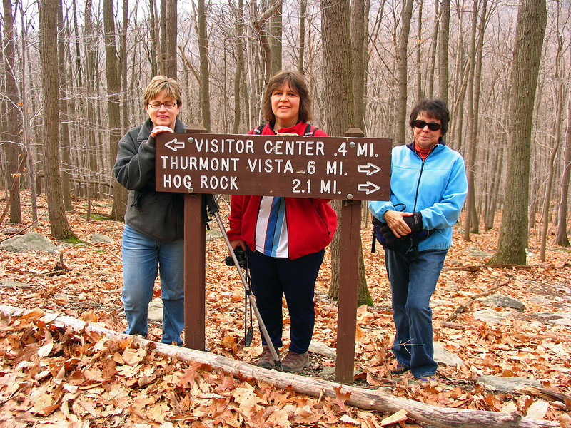30 Mary,Peggy,Diane_Cactoctin Mountain Park trail