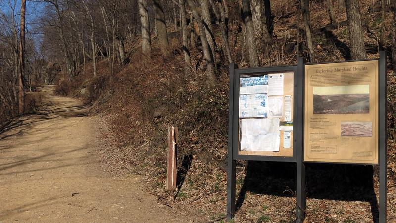 07 Trailside Bulletin & Information Boards