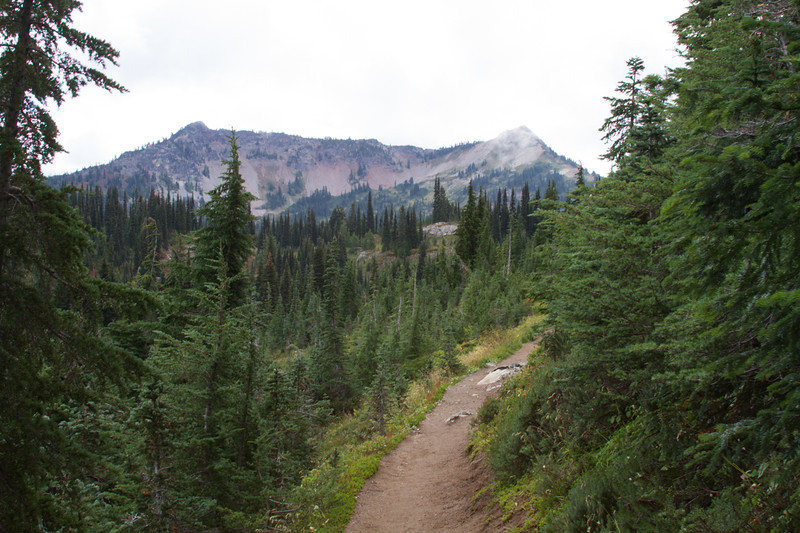 Pacific Crest Trail, Dewey Lakes Trail