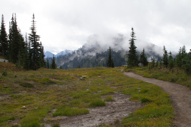 Pacific Crest Trail, Dewey Lakes Trail