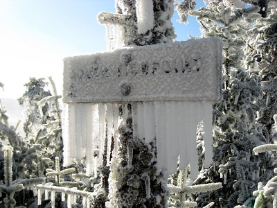 Big icicles on the viewpoint sign