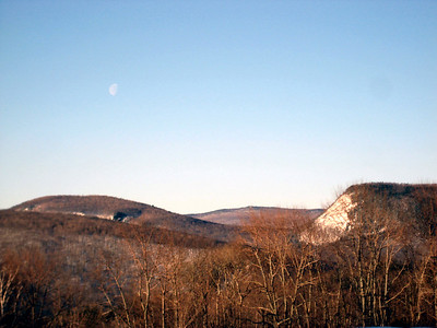 View looking south from the Glencliff Trailhead