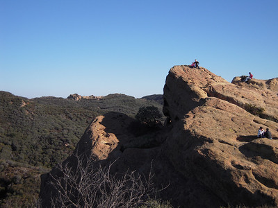See the two small people on top of eagle rock.  Jim & Emi