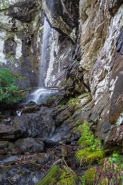 The headwaters of Morsingills Creek parallels the south side of Warwoman Road in Rabun County, Georgia.  Morsingills' first significant tributary drops off a huge cliff before joining Morsingills.  The hike described here is another bushwhack  that Greg Ford worked out and is sharing with all of us.  Greg named the waterfall Jetta; after his friend's dog that got to the waterfall before anyone else.