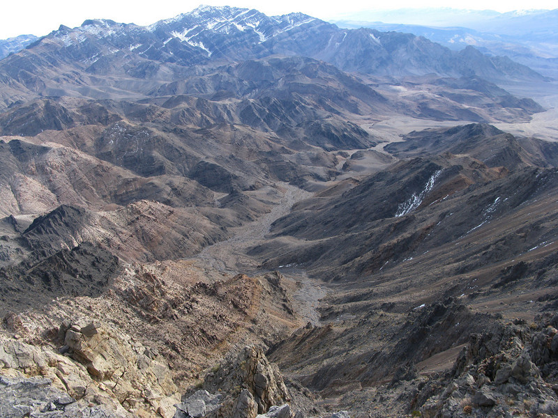 nice valley . Pyramid behind