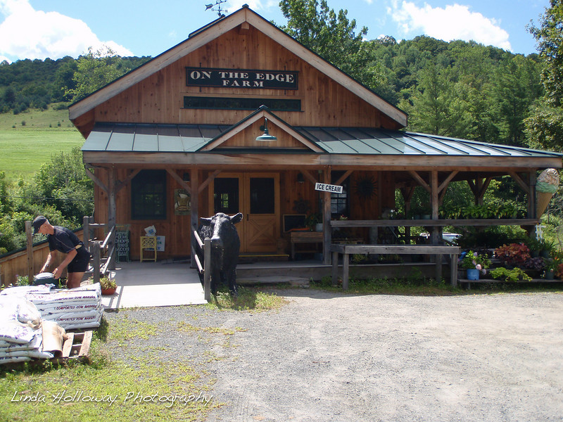 On The Edge Farm.  I enjoyed a chocolate ice cream cone and Rob enjoyed an apple turnover.  The ice cream was delicious.