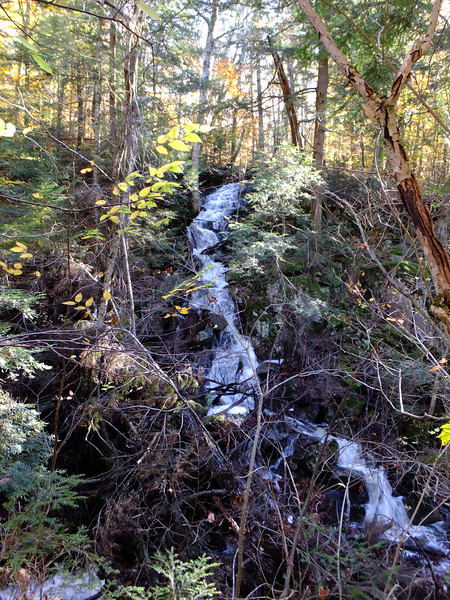 Trailside cascade that flows down to Little Hardy Lake.