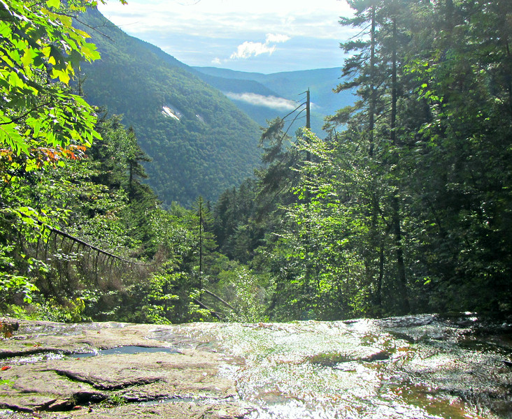 Looking over the top of Kedron Flume, down Crawford Notch.