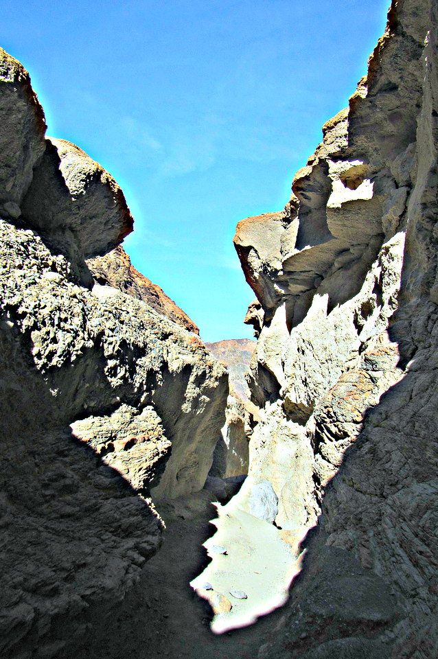 There were several slippery scrambles in Mosaic Canyon.