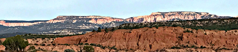 Early morning at Panorama Point: closer view of Bryce Cannon cliffs to the west.