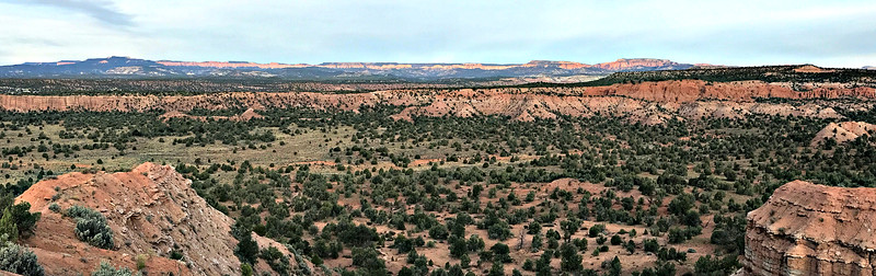 Early morning at Panorama Point: looking west, to Bryce Canyon.