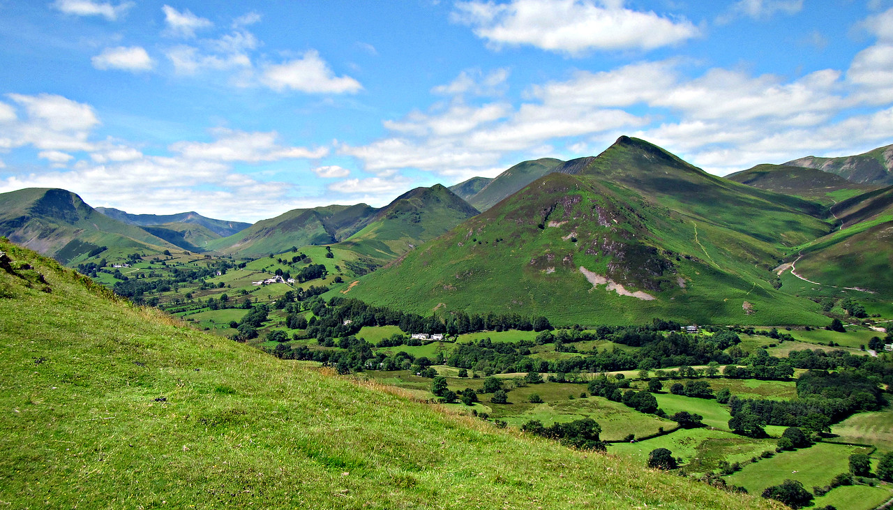 Looking NW, from trail to Cat Bells.