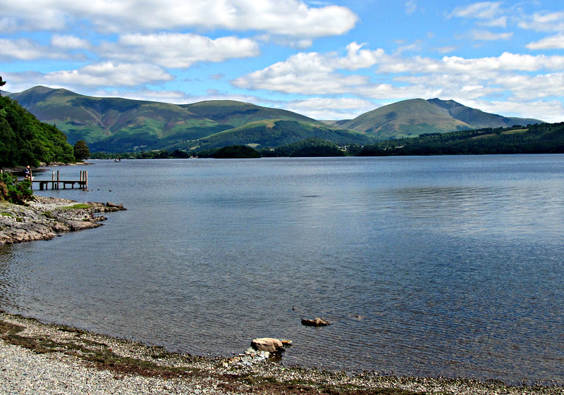 Hiking north to Cat Bells.
