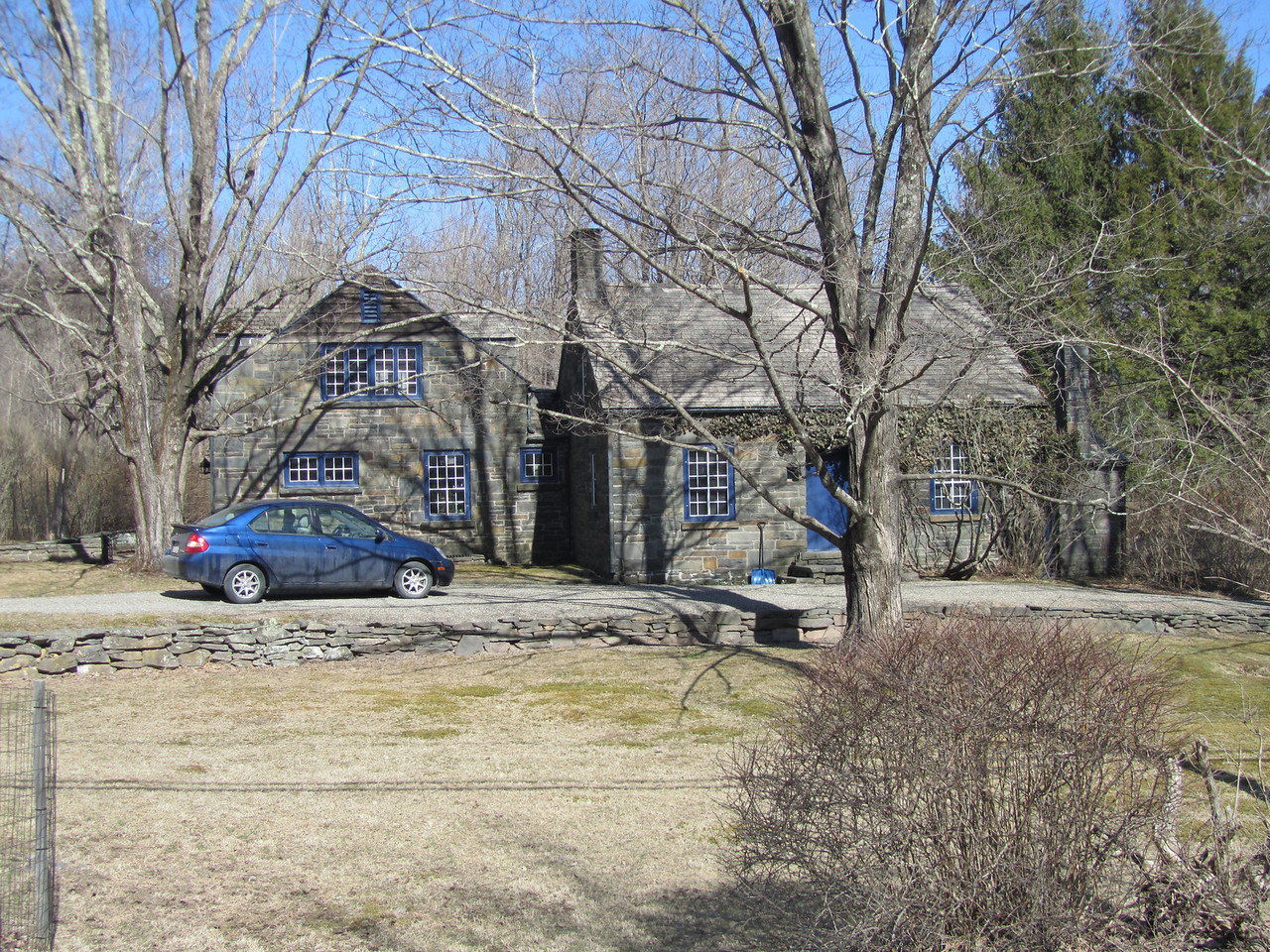 The town of Woodstock has some awesome architecture. A large numbers of old, really old, stone houses. Look at this beauty. I'm sure it is only worth $2MM.