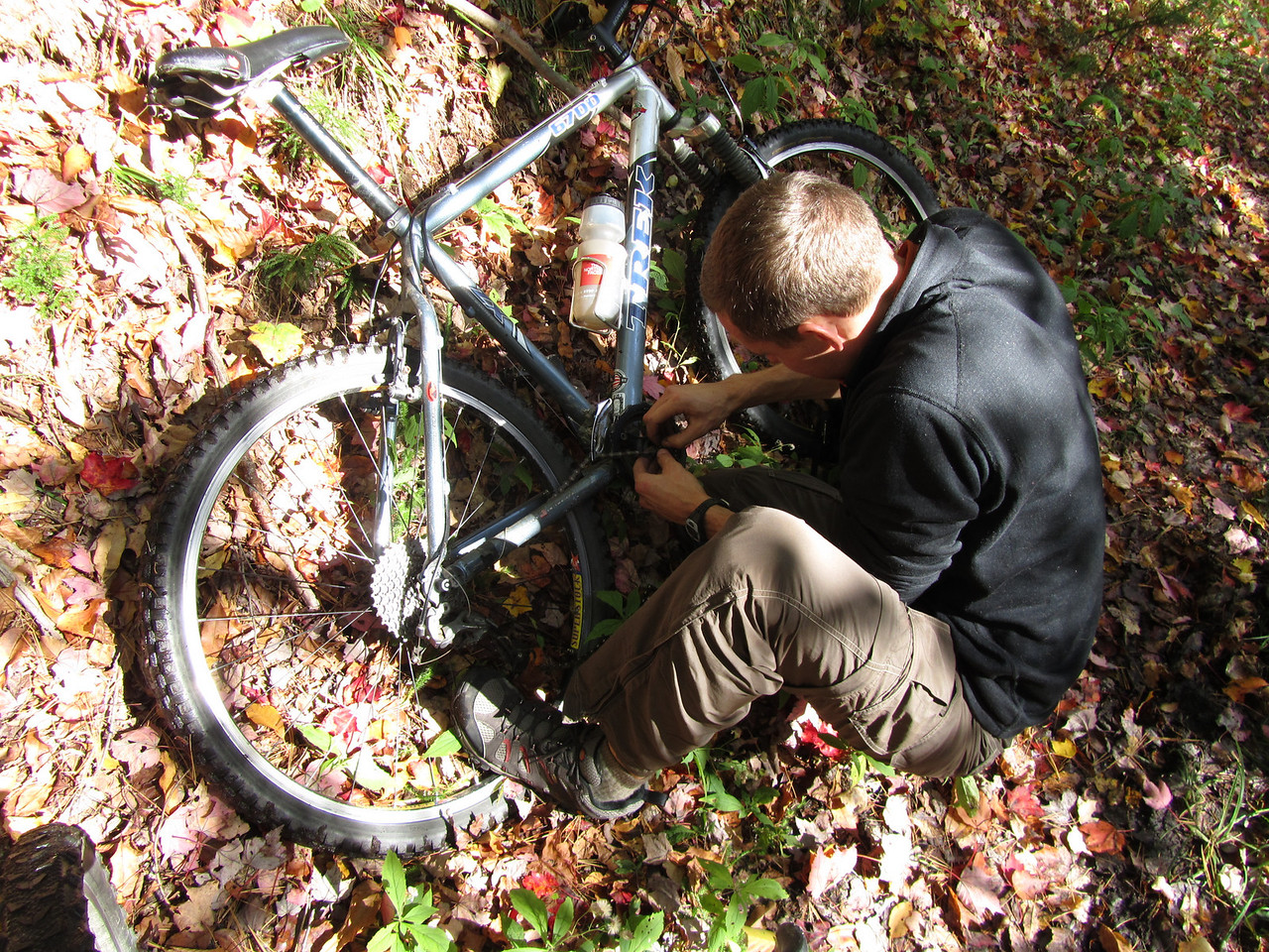 Not more than 5 minutes into the trip and Kevin broke his chain in 2 places. Fortunately, he had some repair equipment as I had none.