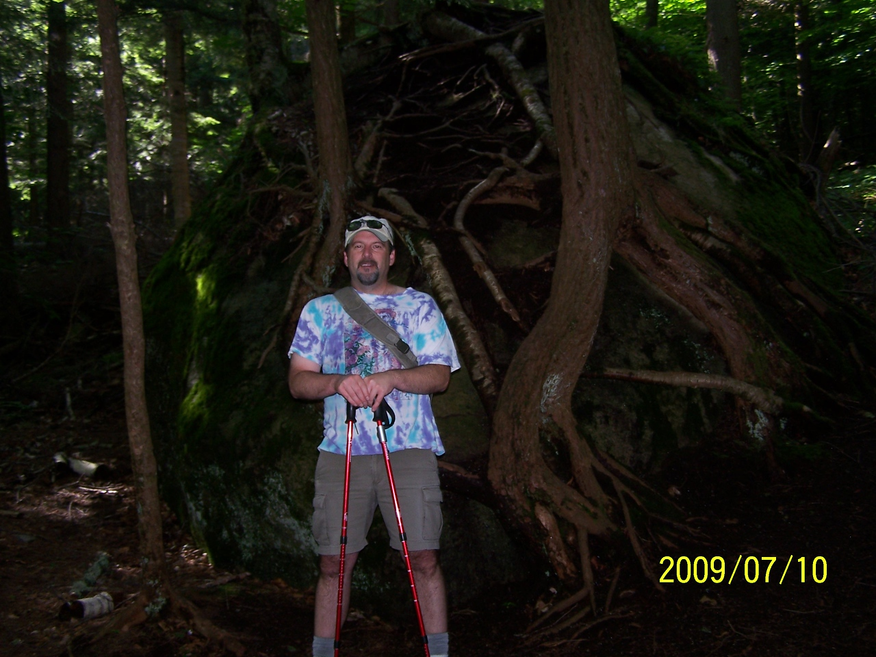 Found this big tree growing on a rock. Pretty cool. Notice my all cotton attire. I'm really taking this hiking serious.