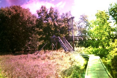 The suspension bridge spanning the Pochuck Creek