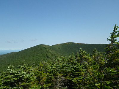 Looking over the remaining 0.8 miles from the south peak to the summit.