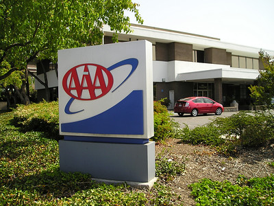 Here's the AAA office, conveniently located in my very neighborhood so that I can get maps when I want to go to Arizona for the USDAA Nationals or maybe hiking in Havasu canyon. But no topo maps.