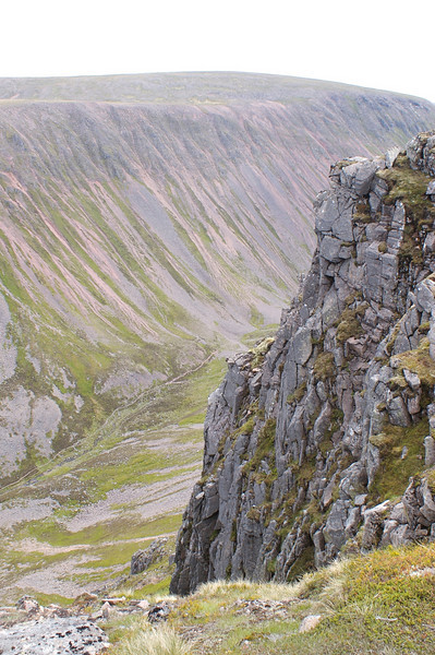 Looking up towards the high point of the Lairig from near the summit of Sron na Lairige