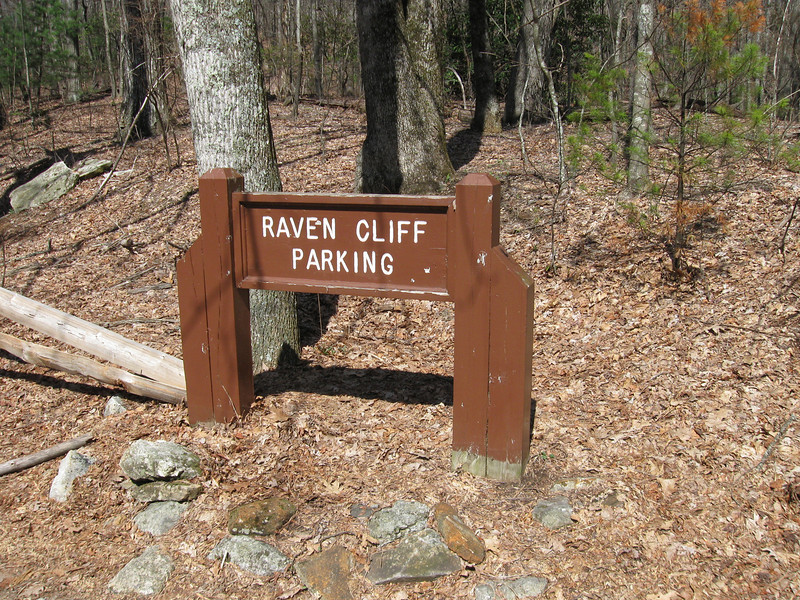 Starting out at the Raven Cliff parking area on U.S. Route 276