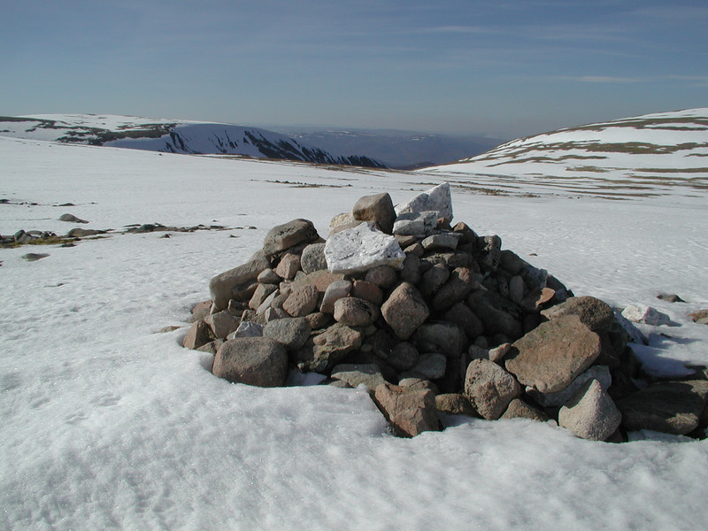 cairn on the descent from Ben McDui summit