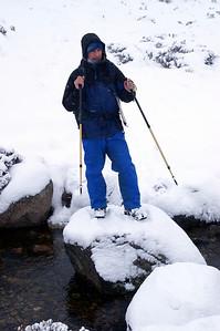 Gary crossing the Caochan Dubh a Chadha