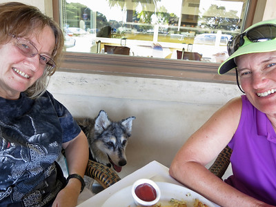 Ellen, Tika, and Karey at Scott's Seafood in Palo Alto. We had hamburgers, go figure. But they were good!