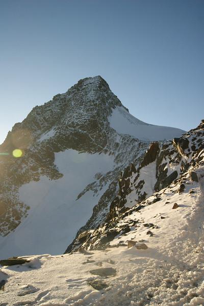 Blick von der Adlersruhe zum Gipfel am Abend vor dem Aufstieg