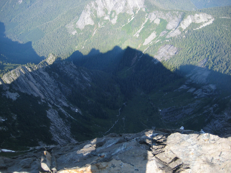 Looking down the north face of Three Fingers (~2000ft drop)