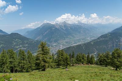 Martigny, Tête du Portail (2335 m), Grand Chavalard (2899 m), Dent Favre (2917 m) og Grand Muveran (3051 m) í baksýn