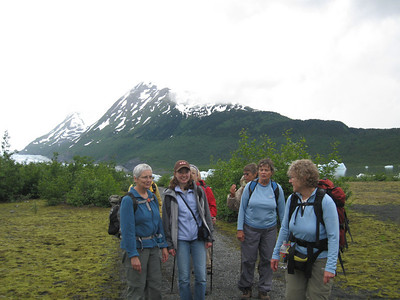 Part of the group hiking along the absolutely super trail.  From left to right four ladies dressed in blue: Norma Ray, daughter Janine Ray, Carol Boehmler, Sue Moore.