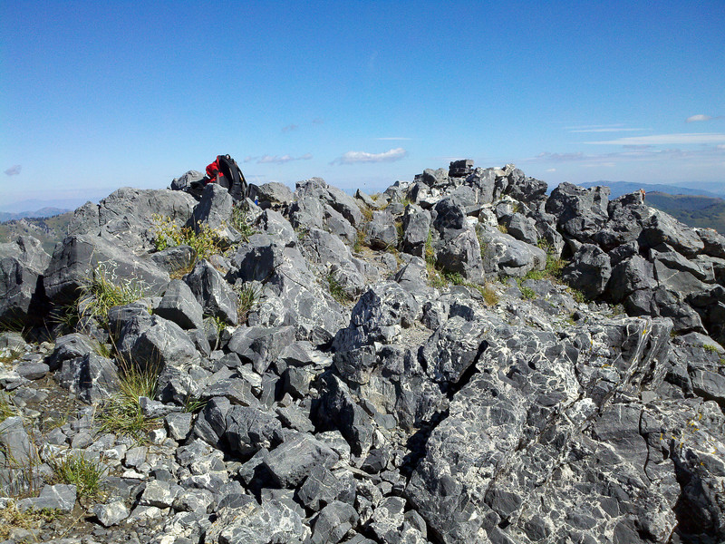 Summit - a few good sitting spots -<br /> terribly crowded that day......