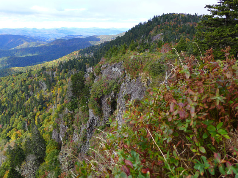 As you're walking along the MTS trail, you see a huge crevice that lies between this large rocky outcropping and another rocky outcropping with a viewpoint from which you can shoot this photo.