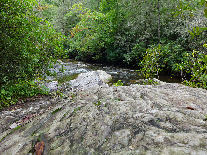 <h1>Rock Outcropping</h1>This rock outcropping comes about 2 miles into the hike (if doing this loop in the counterclockwise direction).  This juts almost out to the center of the river, and gives a great spot for lunch, sun bathing, photography, and water play.