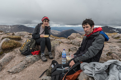 Chiara and Paulo having lunch on top of Braeriach (The Brindled Upland - 1295m)