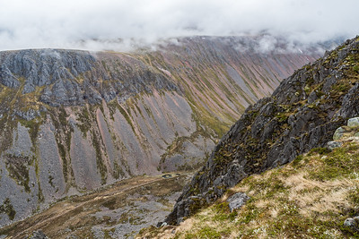 A peek of the Lairigh Ghru