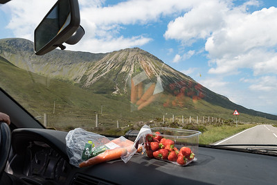 Approaching the Cuillins and having some snacks