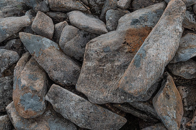 Boulders with a remarkable line pattern
