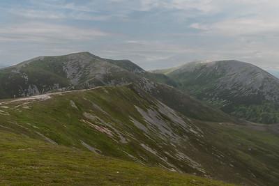 Bràigh Coire Chruinn-bhalgain on the left, Carn nan Gabhar on the right